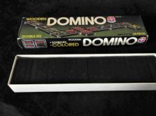 VINTAGE BNIB ESTRALA DOUBLE SIX DOMINO SET COLOURED WOODEN COMPLETE NEVER USED